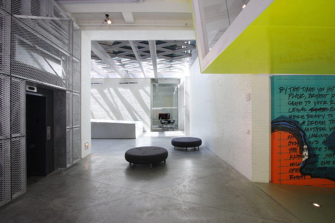 Sheila c johnson design center by lyn rice architects for Z gallerie interior design