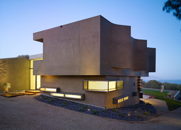 Modern luxury house in point dume malibu karmatrendz for Modern malibu homes