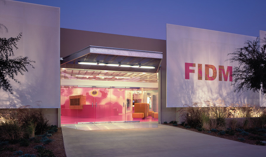 Fidm colorful campus interior by clive wilkinson karmatrendz Interior design colleges in california