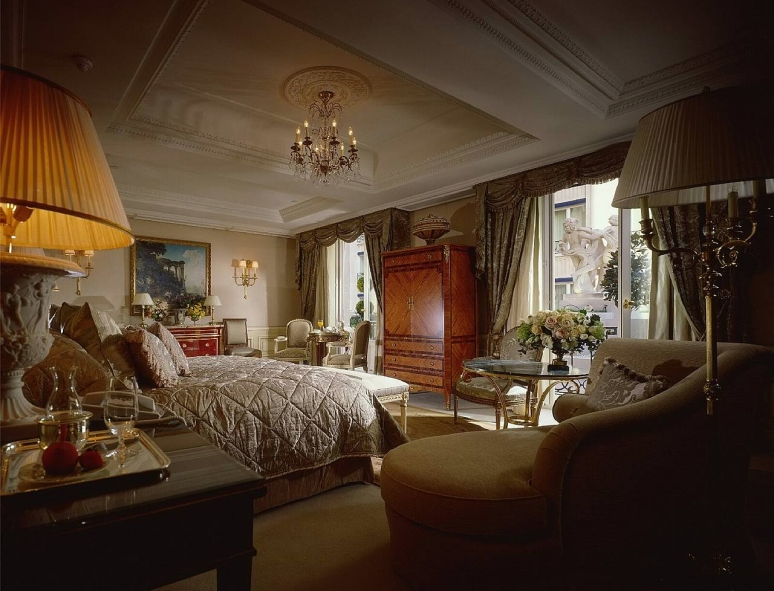 Hotel_Royal_Suite_Four_Seasons_George_V_Paris_02