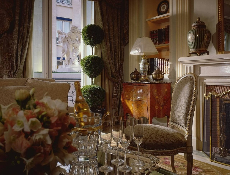 Hotel_Royal_Suite_Four_Seasons_George_V_Paris_03