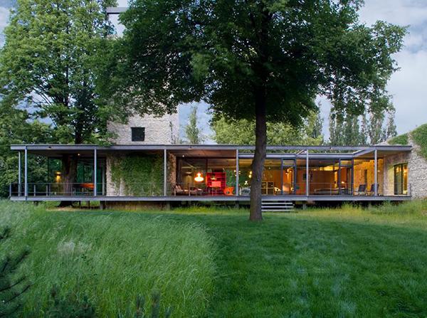 Modern glass home in krakow poland karmatrendz for Pool design company radom polen