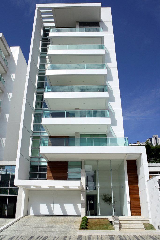 Maiorca residential building by louren o sarmento for Fachadas de apartamentos modernas