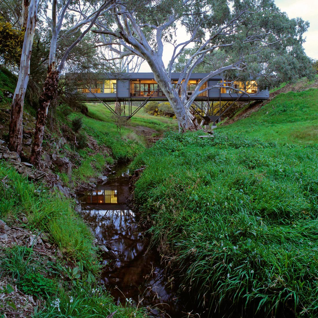 Contemporary Australian Home Architecture On Yarra River: Bridge House By Max Pritchard Architect