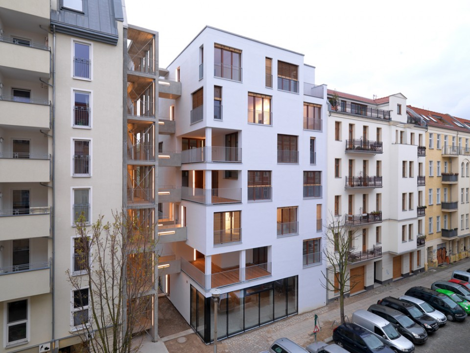 E 3 housing in berlin by kaden klingbeil architekten - Skelettbau architektur ...