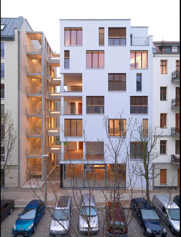 e 3 housing in berlin by kaden klingbeil architekten. Black Bedroom Furniture Sets. Home Design Ideas