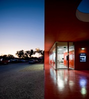 Santander-Totta_University_Bank_Agency_13