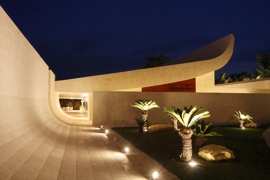 Santo domingo house by a cero arquitectos karmatrendz for Arquitectura minimalista casas
