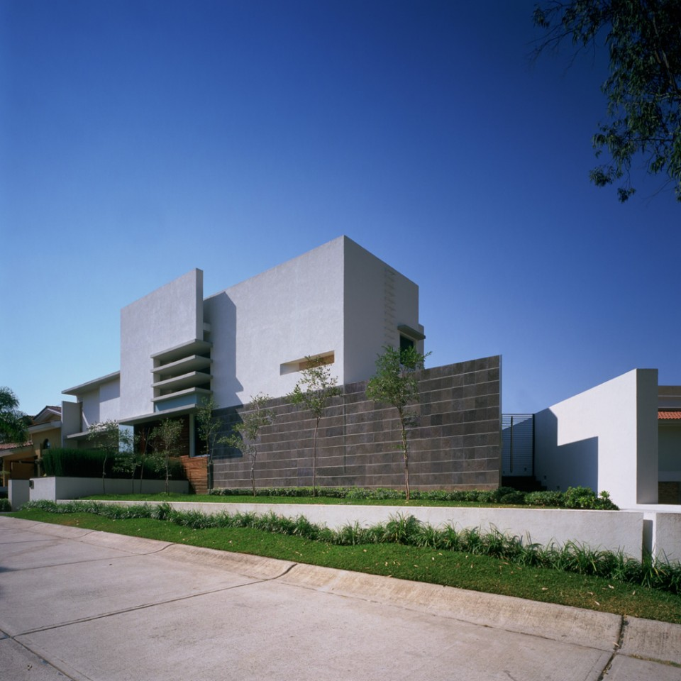 E house by agraz arquitectos karmatrendz for E house