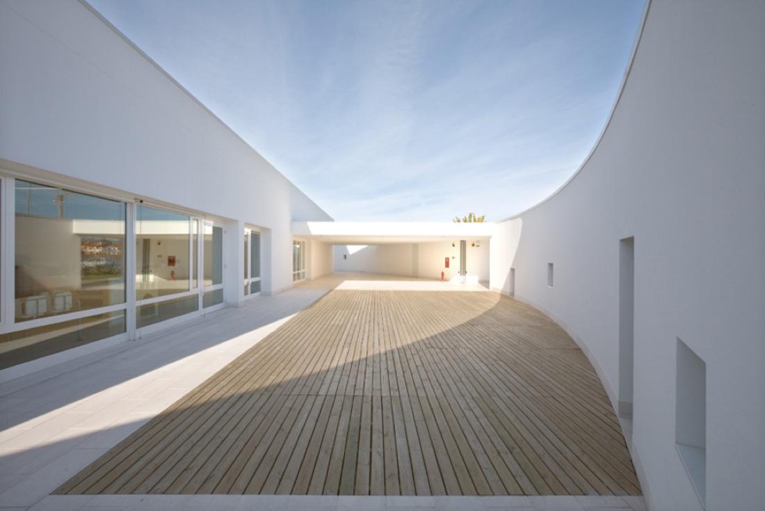 benetton nursery by alberto campo baeza karmatrendz. Black Bedroom Furniture Sets. Home Design Ideas