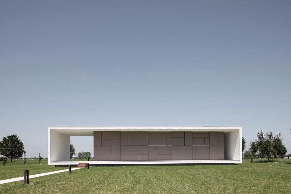 House sulla morella by andrea oliva from cittaarchitettura for Casa minimalista rectangular