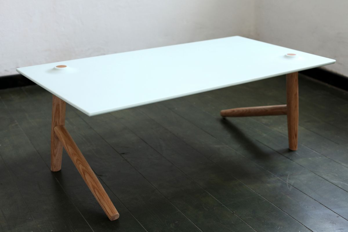 Two leg table by ben klinger and shay carmon karmatrendz for Table leg designs