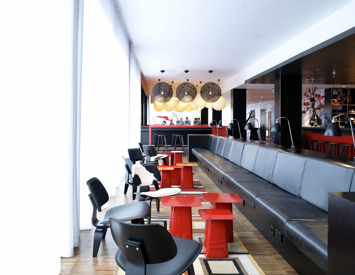 CitizenM Glasgow Hotel By Concrete Architectural Associates - Hotel dining room furniture