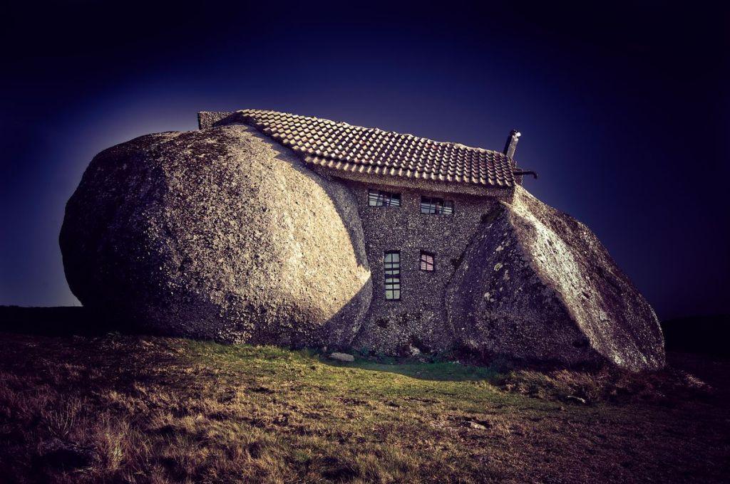 Stone_House_Portugal_01_r