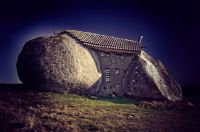 Stone_House_Portugal_01_r