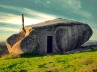 Stone_House_Portugal_02_r