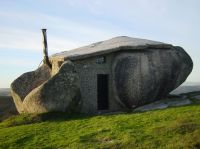 Stone_House_Portugal_06_r