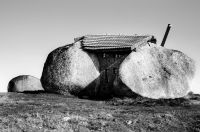 Stone_House_Portugal_08_r