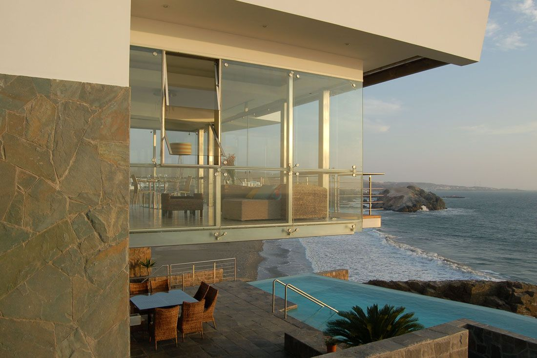 Glass House On The Beach Modern House