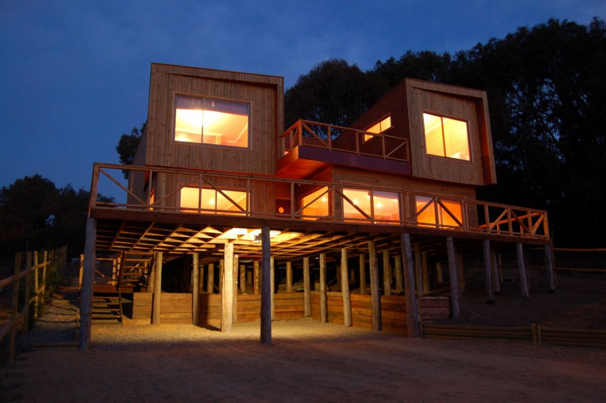 Maintencillo house by jonas retamal karmatrendz - Casas prefabricadas mediterraneas ...