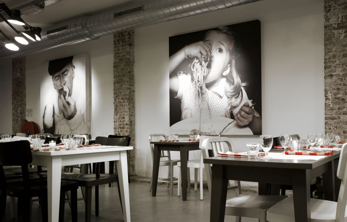 Mazzo by concrete architectural associates karmatrendz for Wall design for restaurant