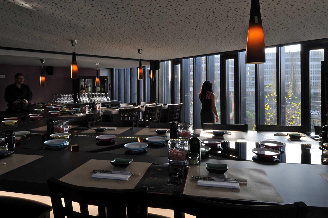 tai shogun restaurant by barr lambot architectes karmatrendz. Black Bedroom Furniture Sets. Home Design Ideas