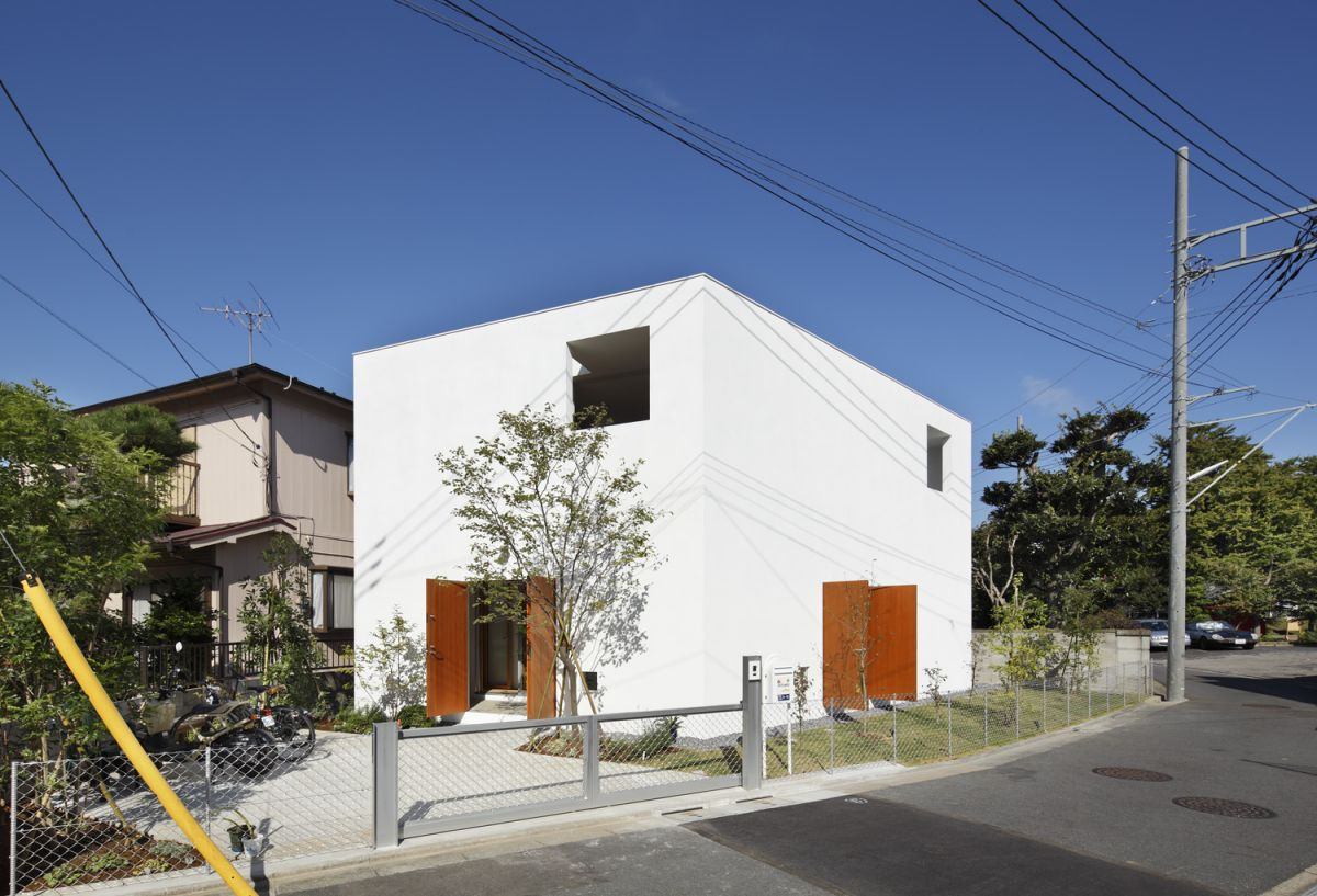 Inside out house by takeshi hosaka architects karmatrendz for Houses inside and out