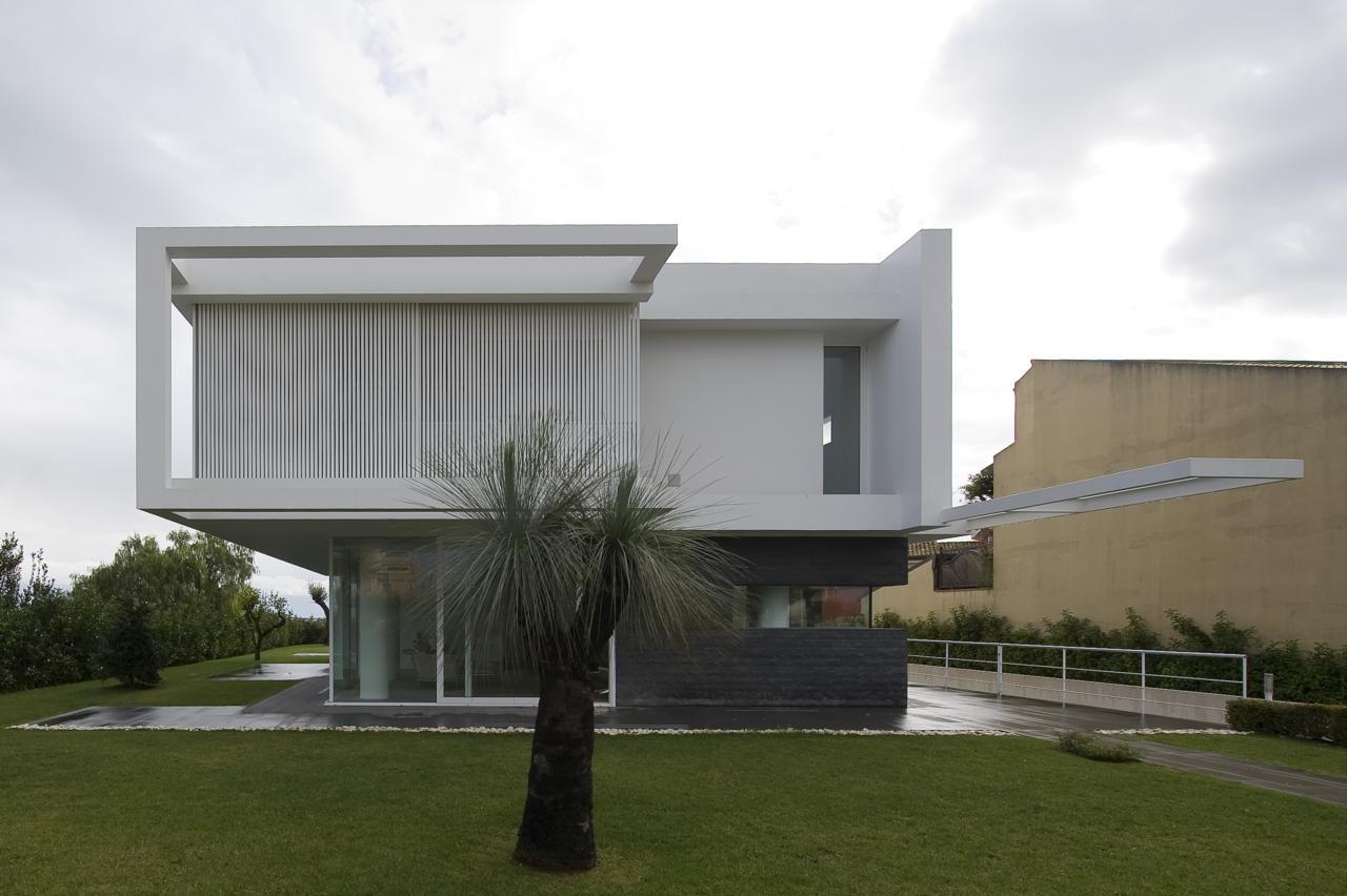 Villa pm by architrend architecture karmatrendz for Architettura ville moderne