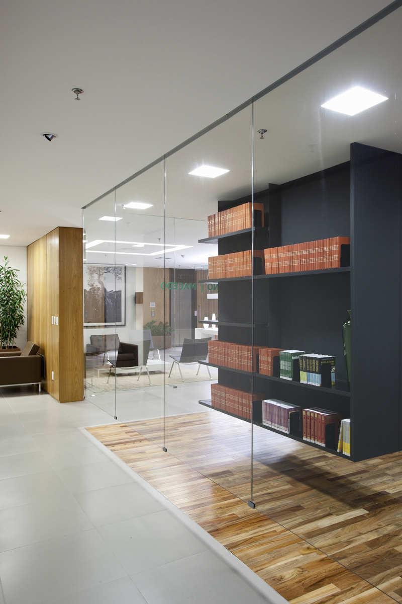 Bpgm law office by fgmf arquitetos karmatrendz for Interior design firms in hsr layout