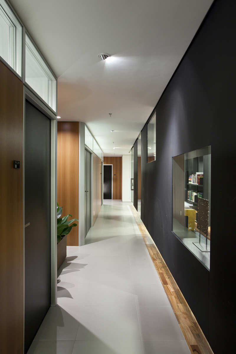 Bpgm law office by fgmf arquitetos karmatrendz for Office design firms