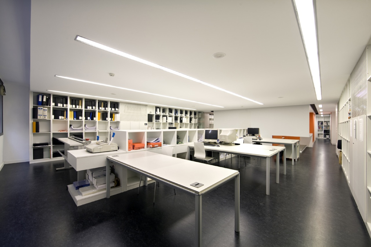 Architecture studio by bmesr29 arquitectes karmatrendz - Office interior ...