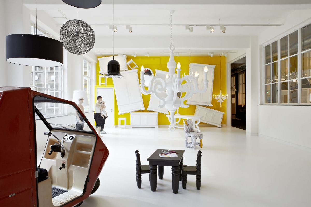 The moooi gallery in amsterdam karmatrendz for Interior design studio