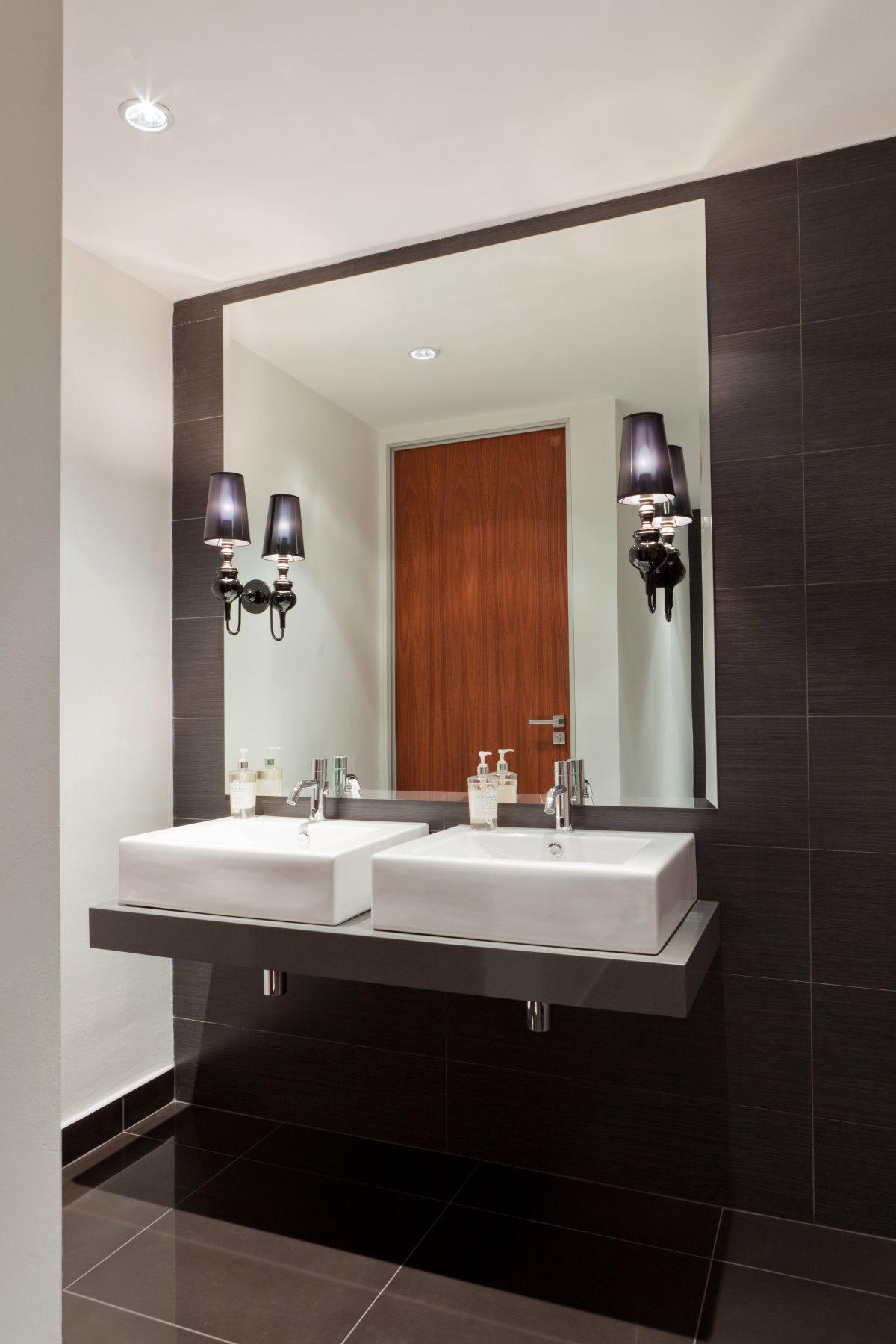 Deneys reitz office interior by collaboration karmatrendz for Office restroom design