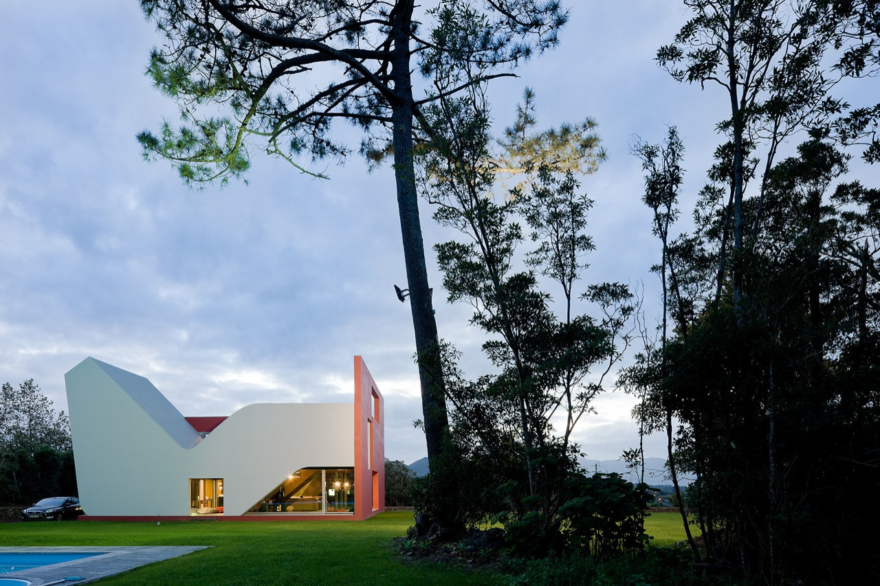 House on the Flight of Birds by Bernardo Rodrigues ...