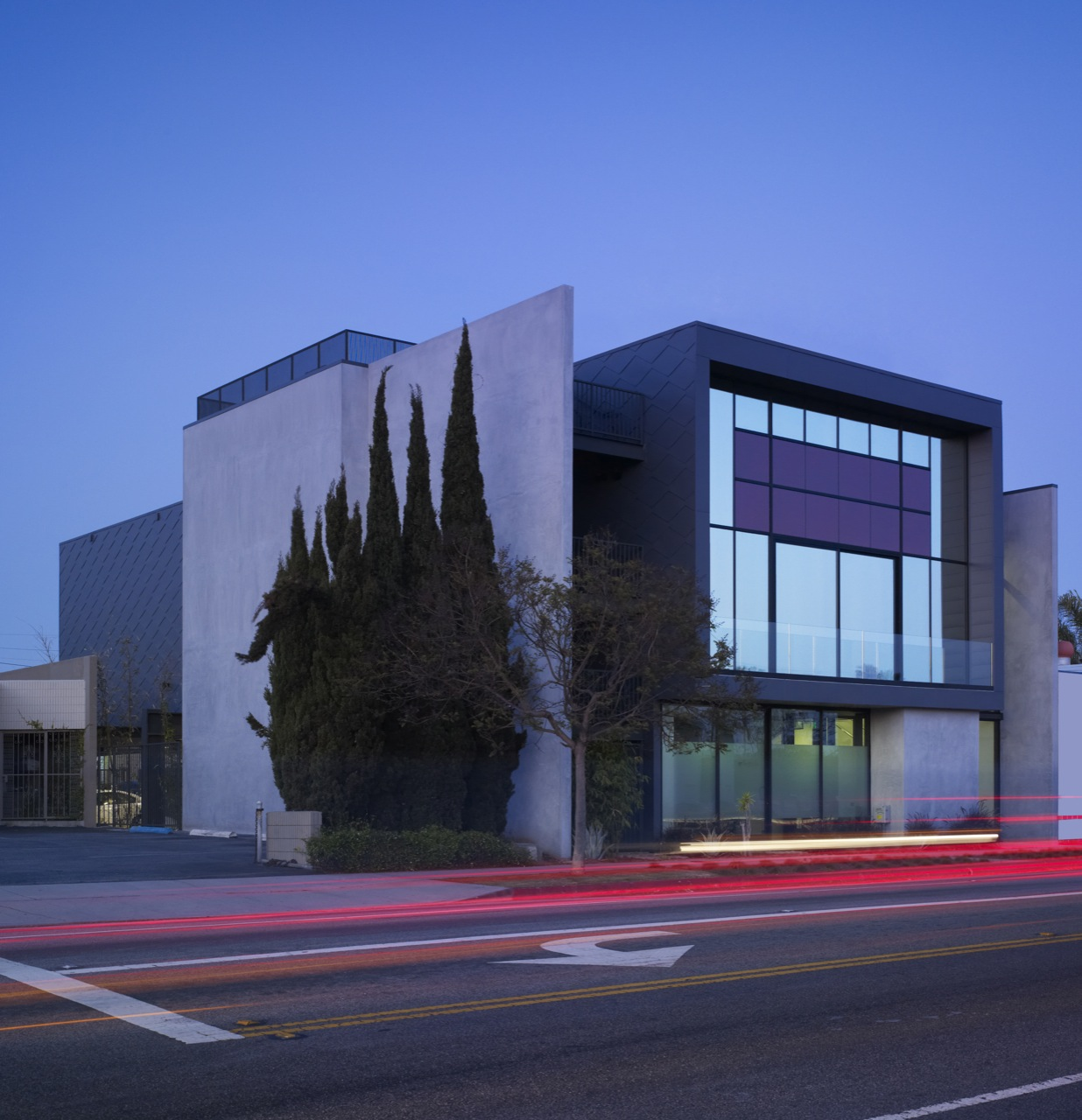 20th st offices by belzberg architects karmatrendz for Modern office building design concepts exterior