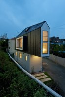 River_Side_House_01