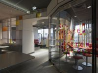 McDonald_Interiors_in_France_02