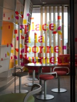 McDonald_Interiors_in_France_04