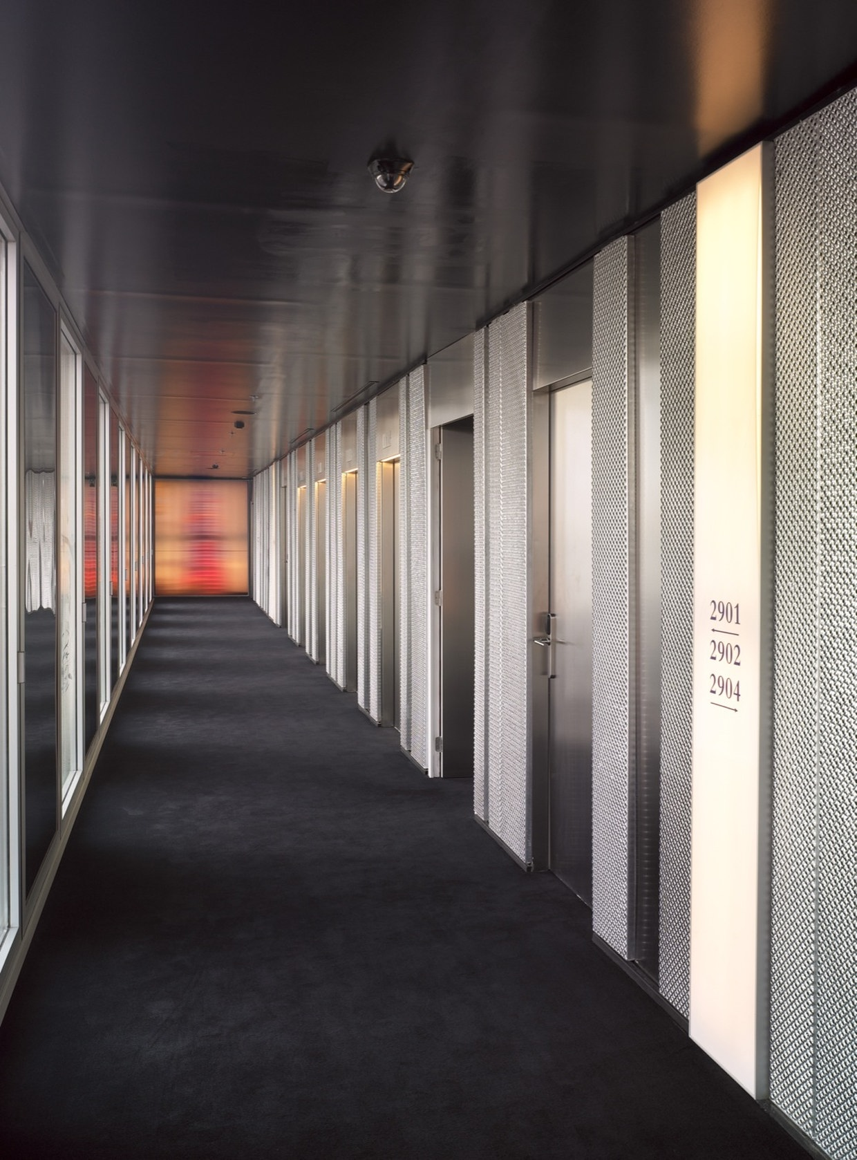 Hotel me barcelona by dominique perrault architecture for Modern hotels near me