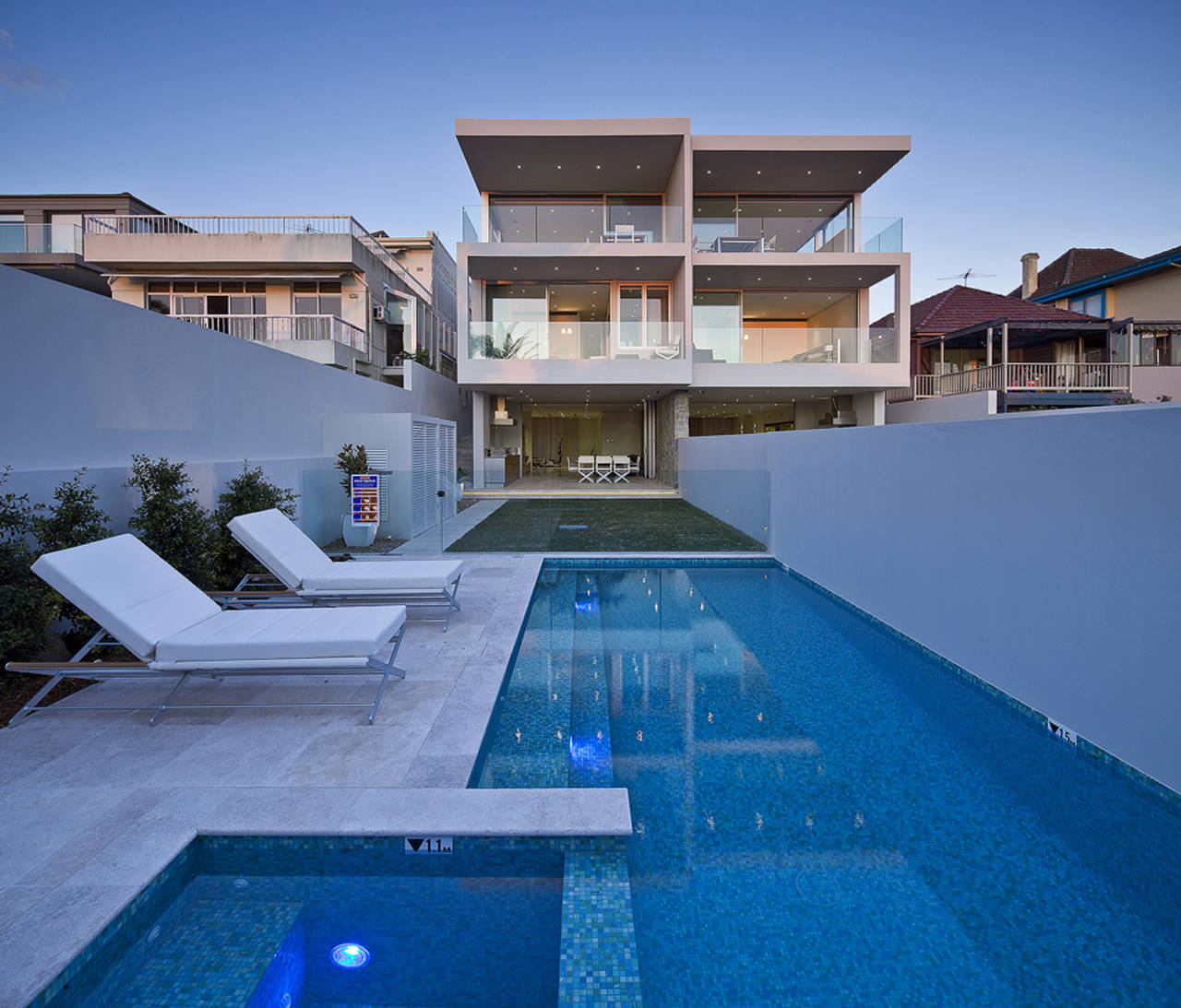 Portland street duplex by mpr design group karmatrendz for Modern house design with pool