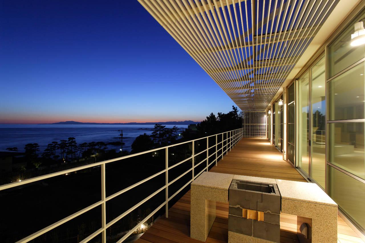 House Overlooking The Sea By Edward Suzuki Associates