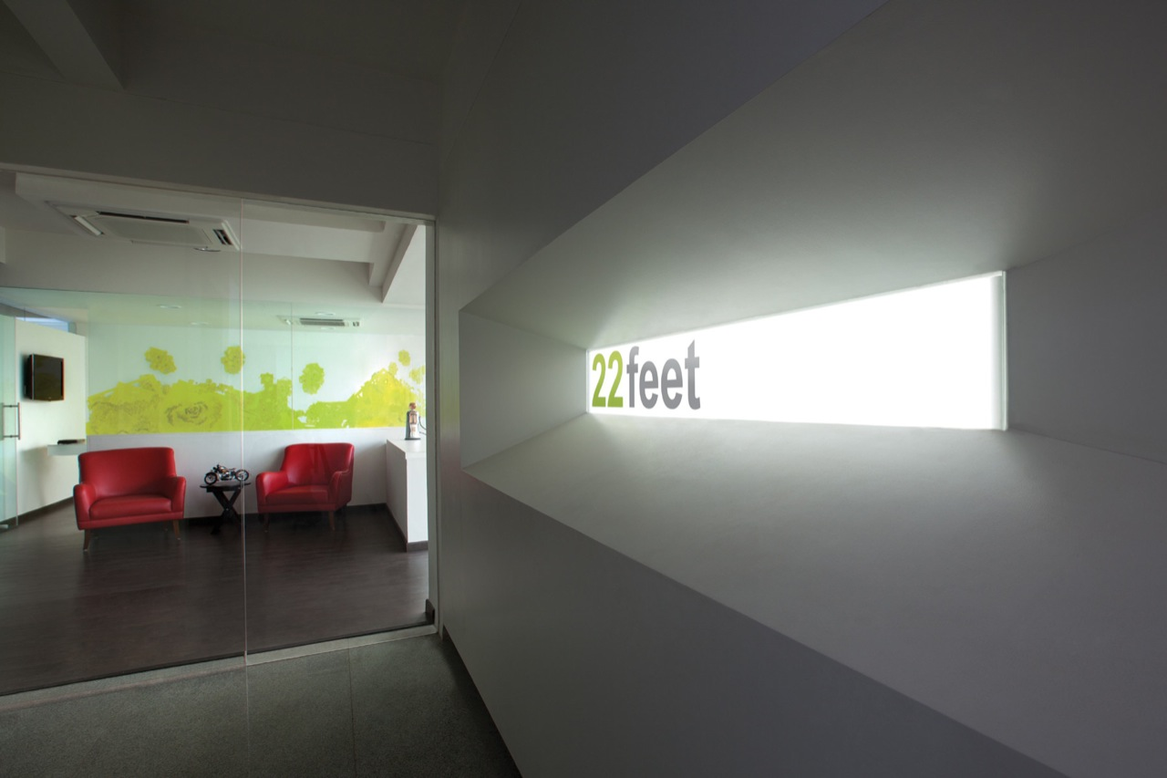 White Canvas 22 Feet Office By Kamat Rozario