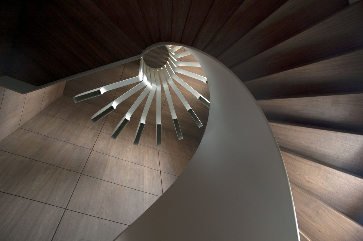 Spiral staircase lighting by pslab karmatrendz for Architecture spiral staircase