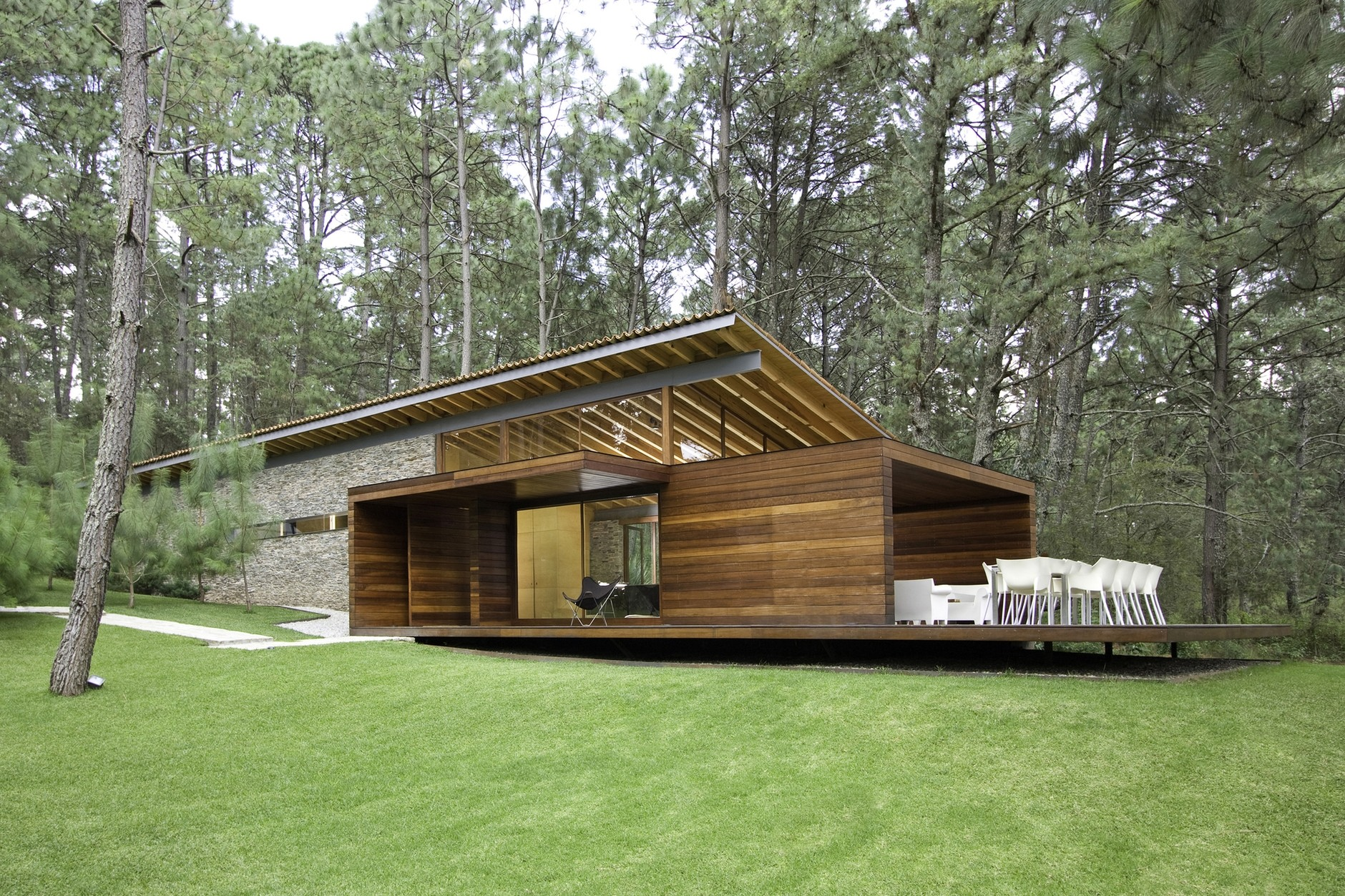 Ro house tapalpa by el as rizo arquitectos karmatrendz for Jardines de casas pequenas