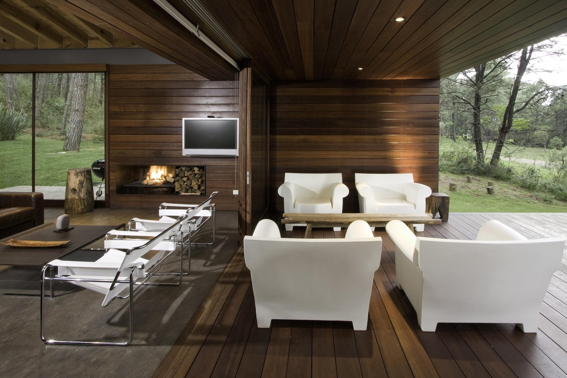 Ro house tapalpa by el as rizo arquitectos karmatrendz for Casas rusticas con jardin