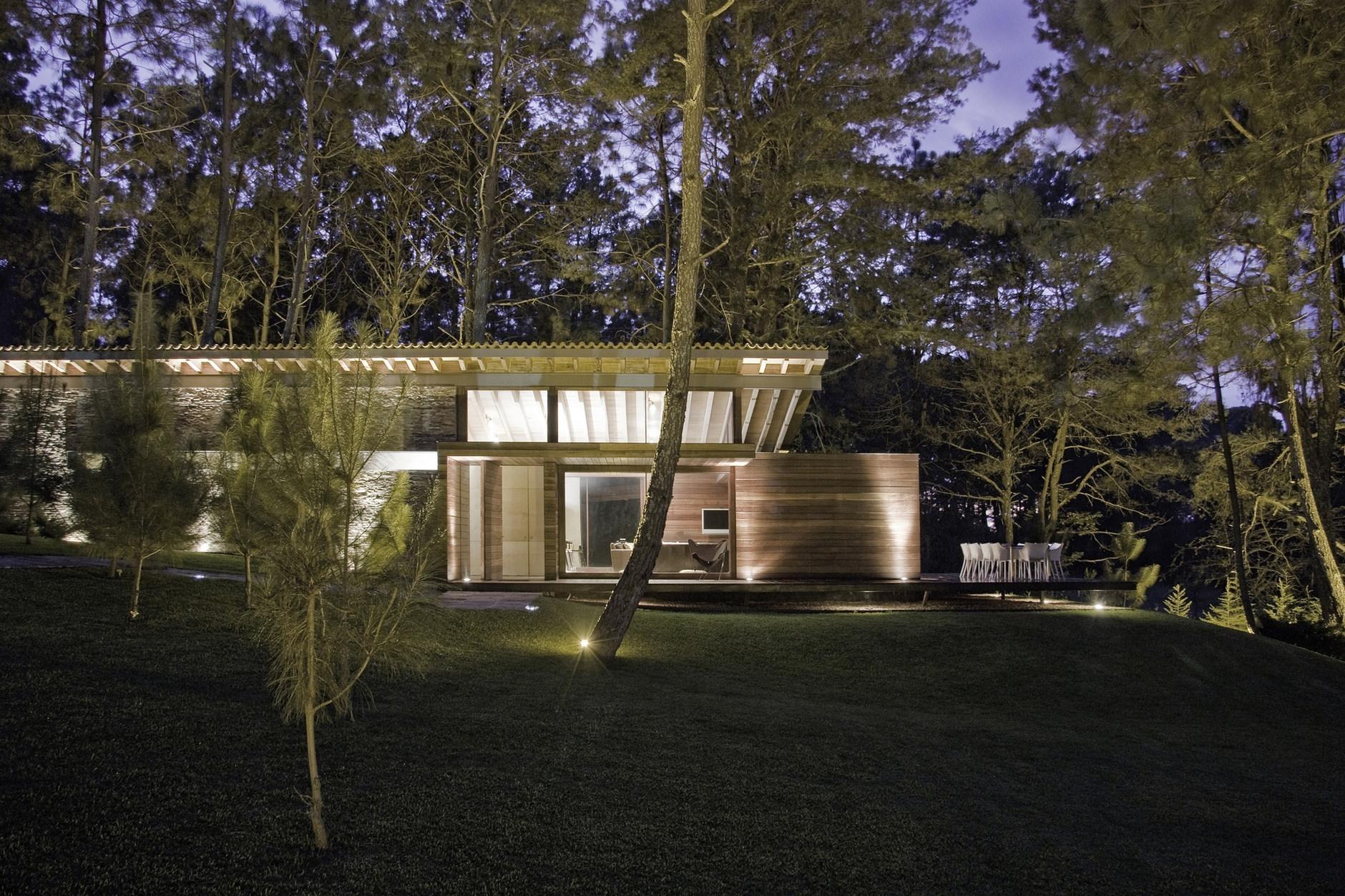 Ro house tapalpa by el as rizo arquitectos karmatrendz for Portal de arquitectos casa de campo