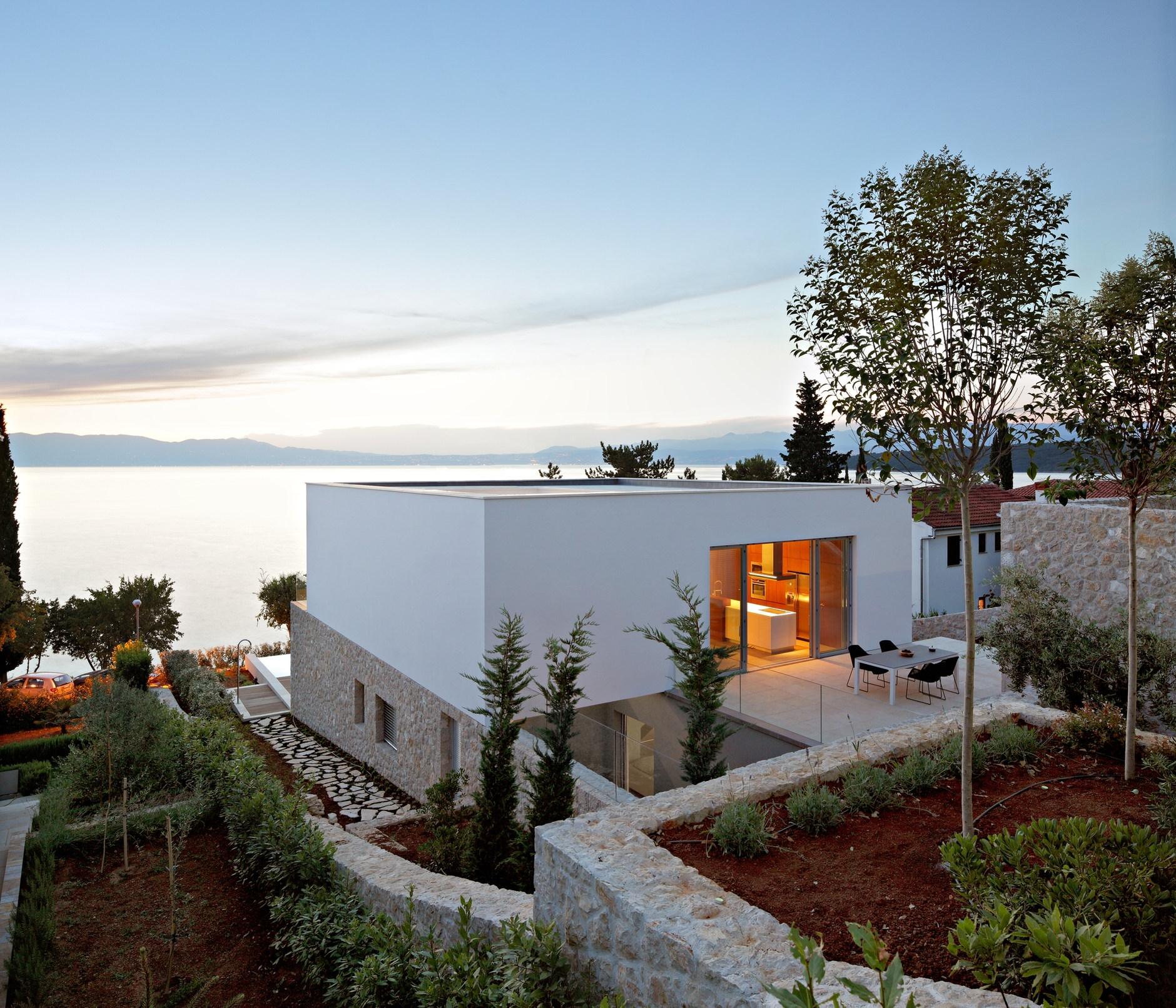House on krk island by dva arhitekta karmatrendz for Modern vacation homes