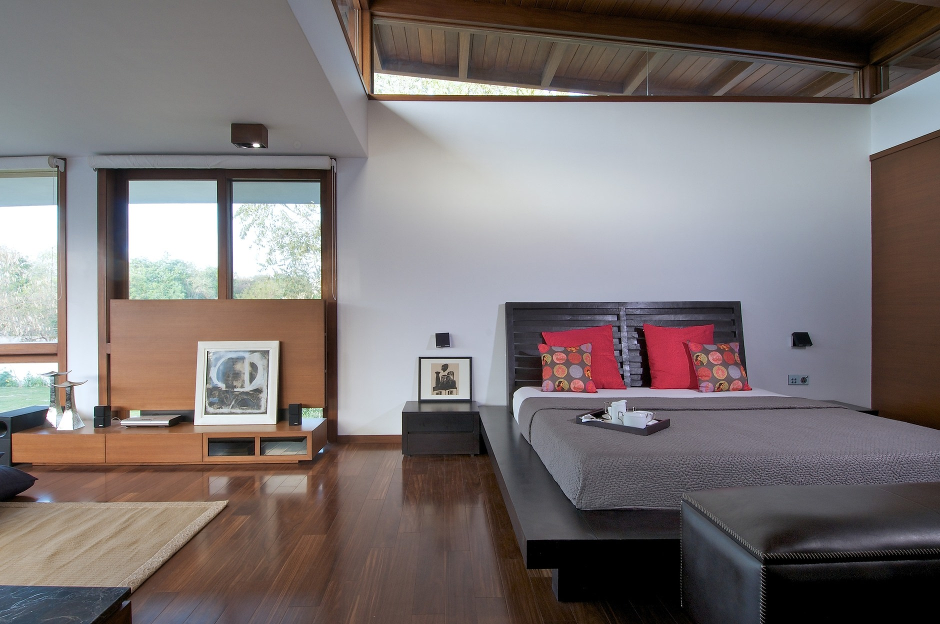 The courtyard house by hiren patel architects karmatrendz - Maison courtyard hiren patel architects ...