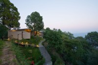 130104_House_in_the_Himalayas_01