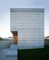130111_House_In_Moreira_03